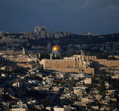 A general view of Jerusalem shows the Dome of the Rock, located in Jerusalem's Old City on the compound known to Muslims as Noble Sanctuary and to Jews as Temple Mount December 6, 2017. REUTERS/Ronen Zvulun   *** Local Caption *** 07.12.17 03.01.18